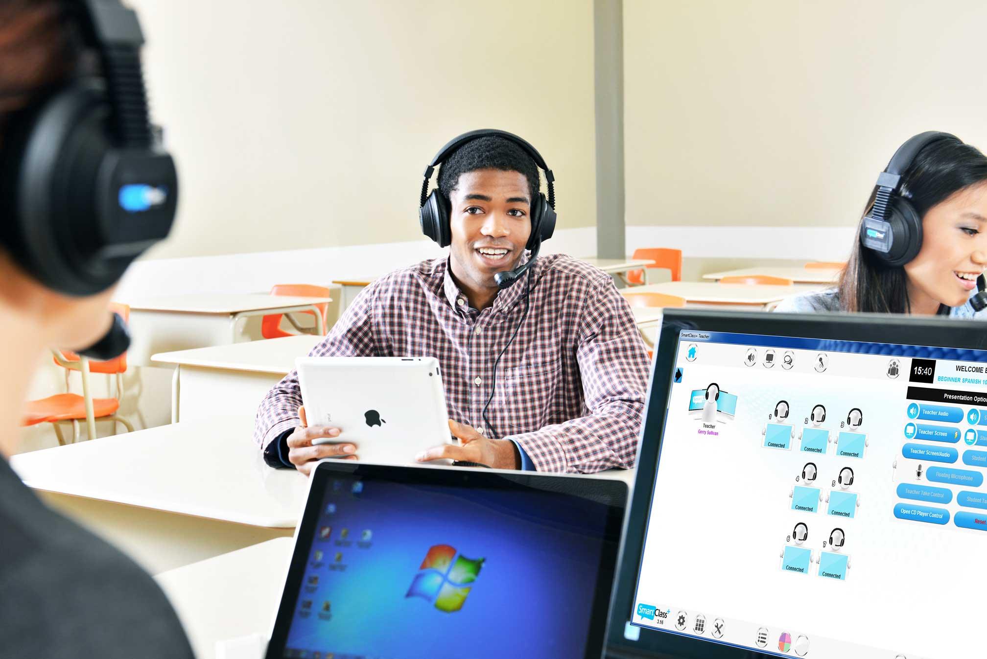 Teacher Monitoring Students SmartClass